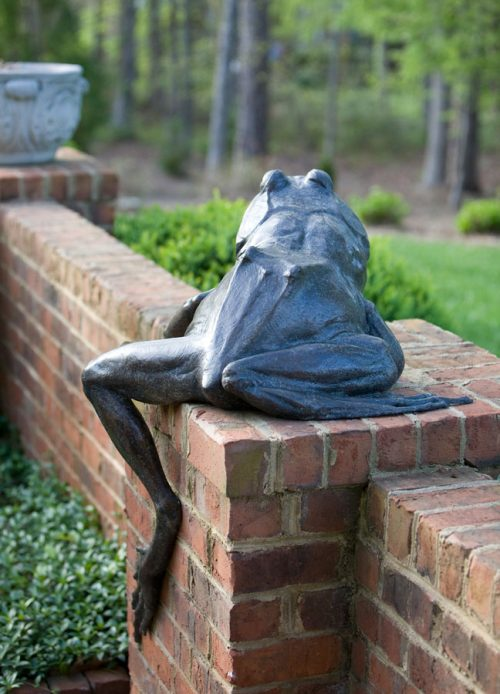 Backside of bronze frog sculpture by North Carolina artist Roger Martin.